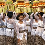Photo Jolts! How are these Balinese Women a Metaphor for Ego?